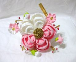 Pink and white ume blossom kanzashi by EruwaedhielElleth