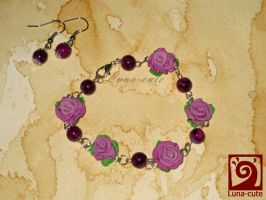 roses braclet by Luna-cuteXD