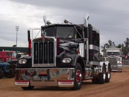 Late model S-Series Kenworth on parade by RedtailFox