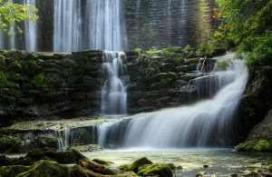Falls-close-hdr by joelht74