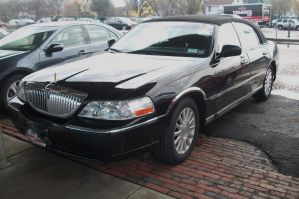 (2004) Lincoln Town Car Signature by auroraTerra