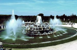 Versailles Fountain by MaryAnnBubna