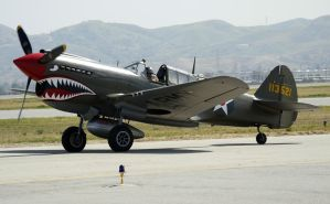 Curtiss P-40N Taxi by shelbs2