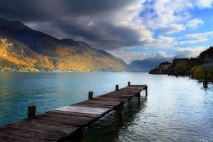 Annecy Lake, Autumn by FlorentCourty