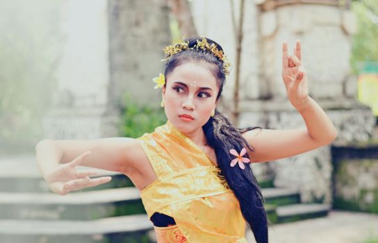 Traditional dance from Bali by panjirelawan