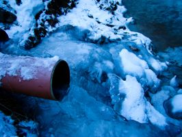 Frozen water in the pipe :P by SteffenHa