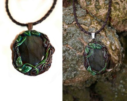 The heart of the forest - Labradorite pendant by JankaLateckova