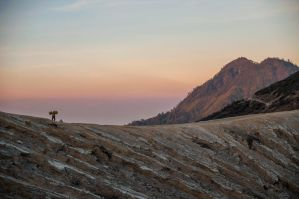 Sulfur carrier at Mount Ijen by nacron