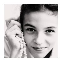 Jeune fille au collier by Loucos