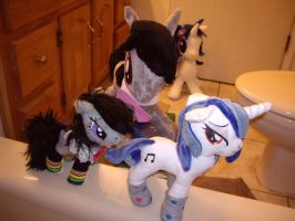 Octavia Plays with Dolls (and Vinyl takes notes) by SniperTeam4