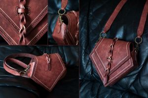 leather pouch II by juliasteinmeyer