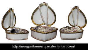 Casket with pearls by Margaritamorrigan