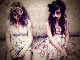 Abandonadas by darkqueenoir