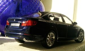 BMW 5 Series (Welly 1:24) by And300ZX