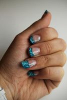 Elegant blue nails by NellyL