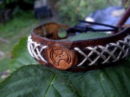 Gallifreyan! Doctor Who leather bracelet by gumex