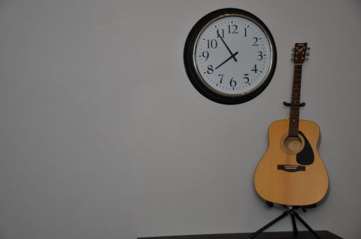 My guitar and my clock 2 by Johvic