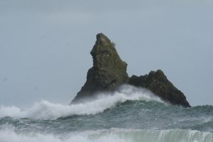 Rough seas by Singingnaturist