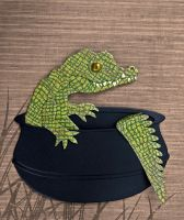 Croc Pot by FauxHead