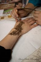 Getting Mehndi done by QueenSheba24