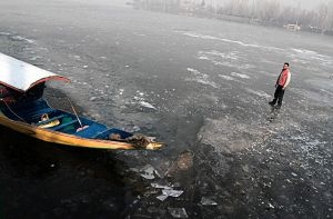 frozen dal lake 3 by krishsajid