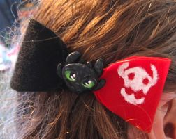 Toothless  Hair Bow by Adriellovesart