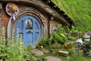 Smial in Hobbiton 01 by Norloth
