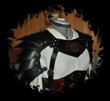 leather shoulders protection. by Lagueuse