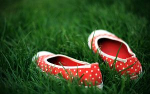 red shoes by souLindark