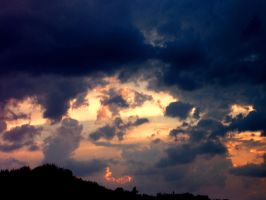 Clouds before lightning by Miirabellaa