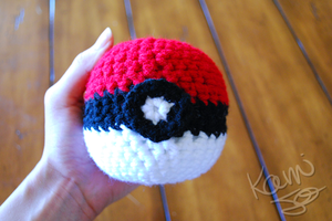 Crochet Pokeball Go by kamijo