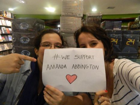 We support Amanda Abbington by daisiesnviolets