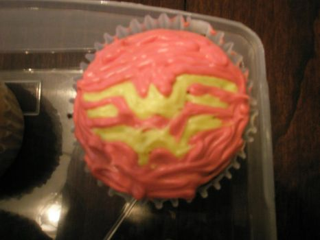 Wonder Woman Cupcakes by izzybubblecoconut