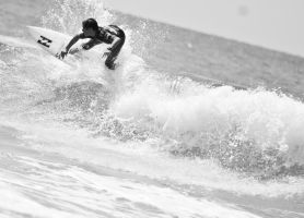 HB Surfing - Black and White by BertLePhoto