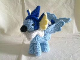 Vaporeon Gryphon by hollyann