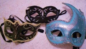 AC-based photos-potential props. Which mask? by Vampire-Fish
