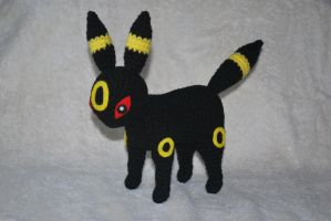 Umbreon by craftyhanako