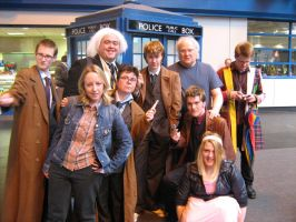 Colin Baker + WHO cosplayers by angelofmusicuk