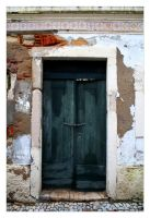 Old Door by FilipaGrilo
