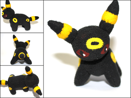 Umbreon Plushie by CraftKiwi