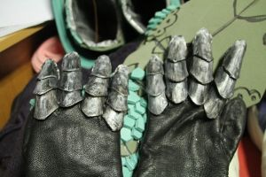 Rathalos armor - gauntlets done by Grethe--B