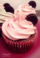 Strawberry Chocolate Oreo Cupcake by lillyxia