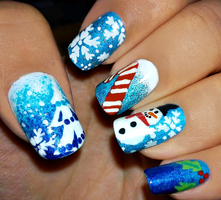 Christmas Nails II by fractionVerse
