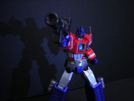 Revoltech Optimus Prime by KBladez