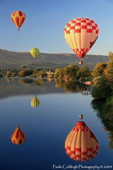 Balloon Reflections by La-Vita-a-Bella