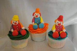 Clown Cupcakes by starry-design-studio