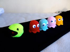 Pacman chased by ghosts by knerdy-knits