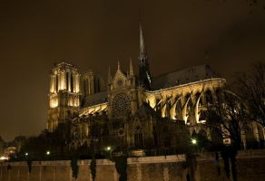 Notre-Dame winter's night by Anantaphoto