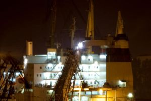 Shipyard in Gdansk at night by czach