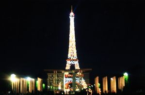 The Eiffel Tower in Super Sparkly Mode by ShipperTrish